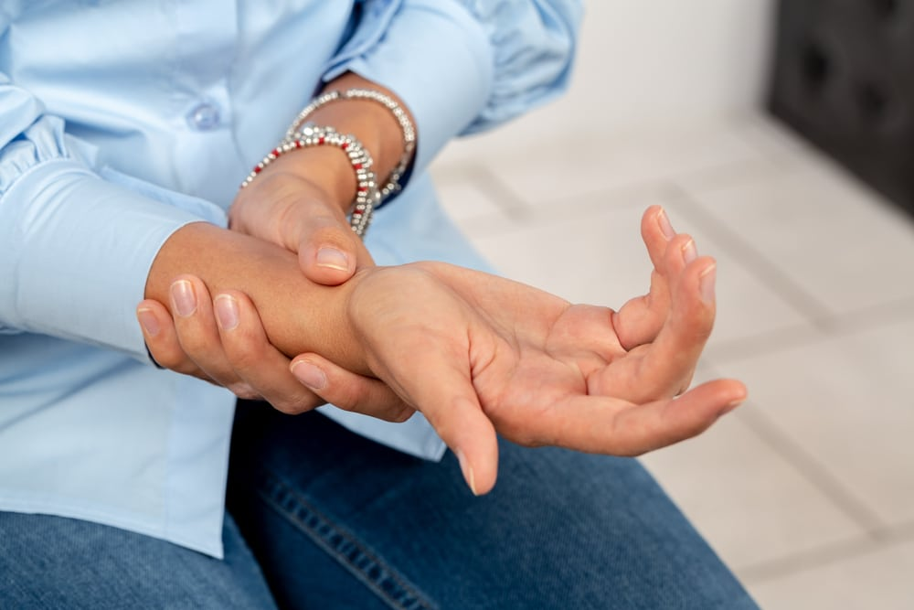 Woman suffering from carpal tunnel pain