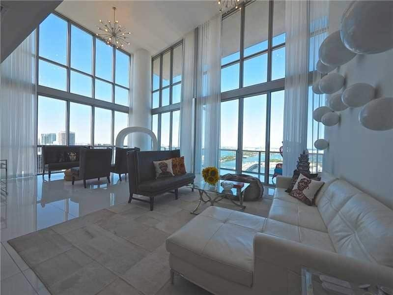 This image has an empty alt attribute; its file name is rob-gronkowski-miami-condo-01.jpg