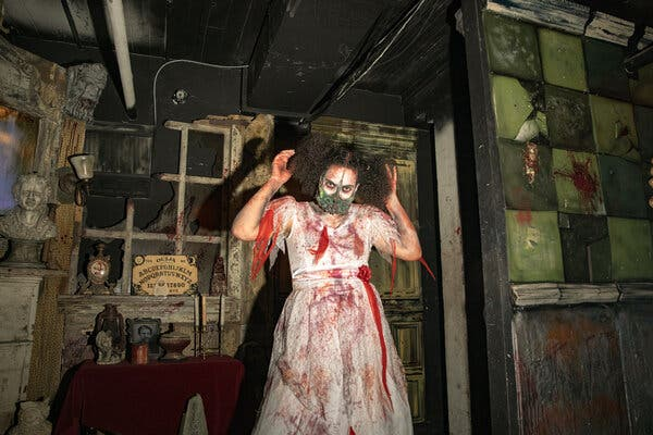 This image has an empty alt attribute; its file name is Haunted-House-12.jpg